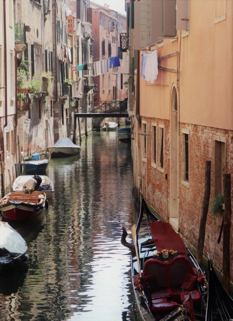 Venetië wordt jaarlijks door miljoenen toeristen bezocht, maar toch is het mogelijk om de stad te verkennen op een duurzame manier