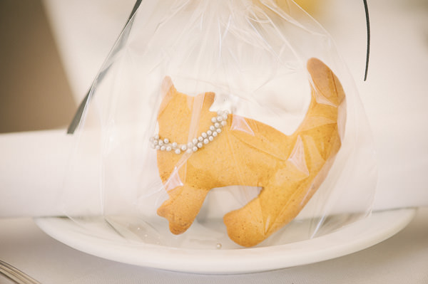 cat shaped cookie wedding favours
