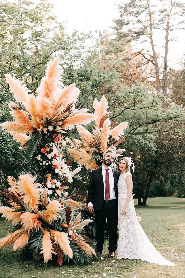 https://i0.wp.com/www.boho-weddings.com/wp-content/uploads/2020/10/1-Whimsical-Boho-Pampas-Grass-Filled-Latvian-Wedding-.jpg?w=640&ssl=1