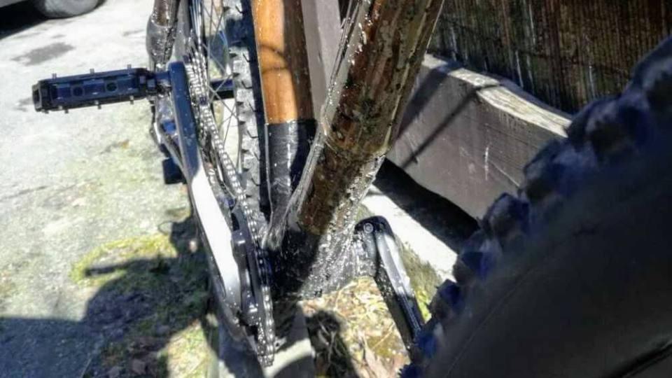 test roweru z bambusa pedały i błotko