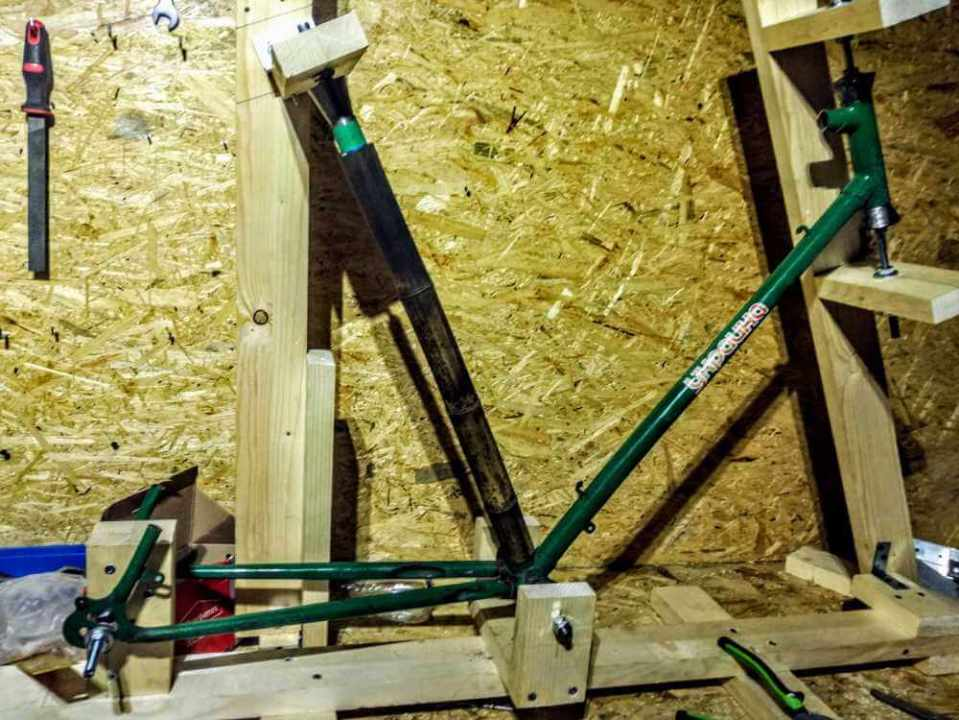 Montaż bambusowych tyczek a dokładnie podsiodłówki