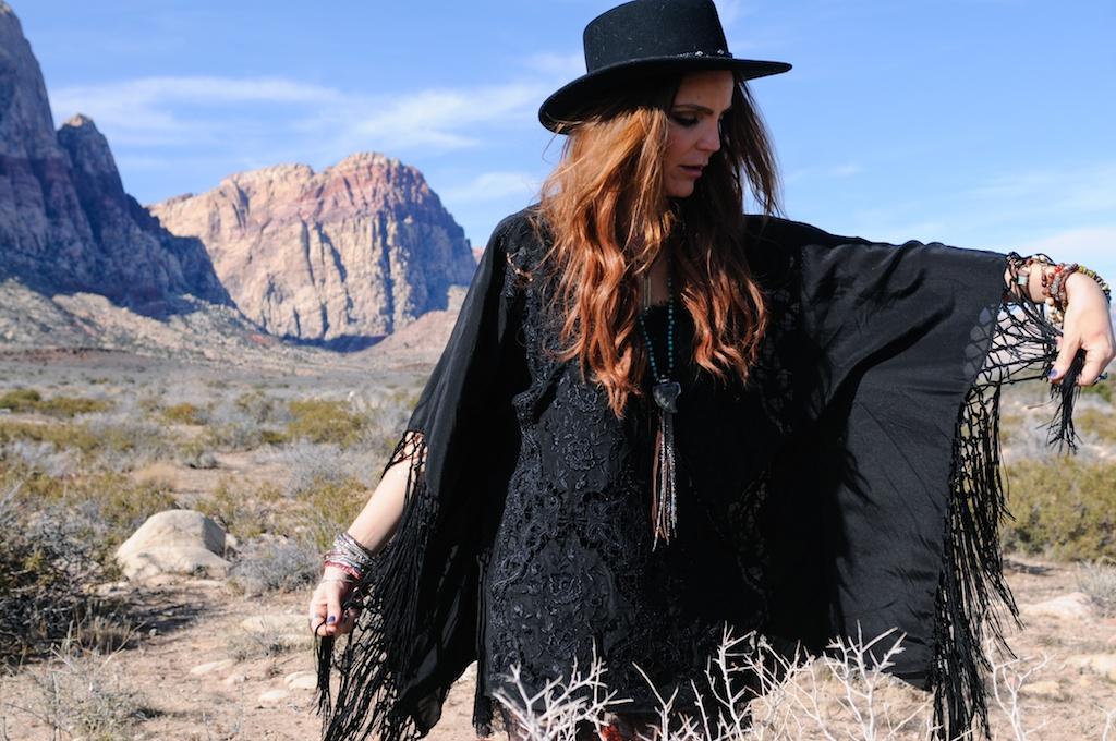 boho-bunnie-johnny-was-jeffrey-campbell-mexican-blanket-western-fashion-blogger-kimono-fringe 31