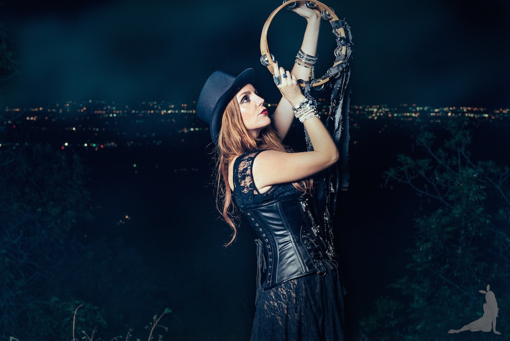 violet-vixen-corset-stevie-nicks-top-hat-rock-fashion-smoke-bomb-boho-blogger-fleetwood-mac 14 (1)