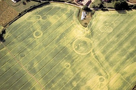 090615-stonehenge-tombs-crop-circles_big.jpg