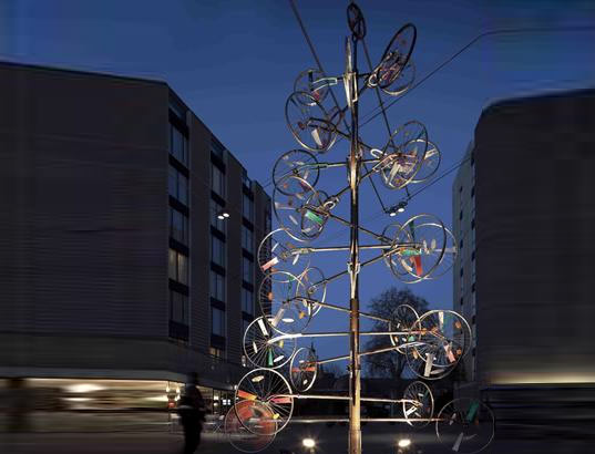 bicycle-wheel-christmas-tree-2.jpg