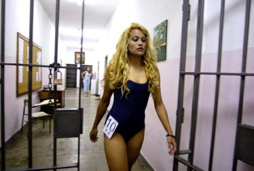 prison_girls_01.jpg