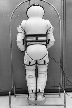 Images Elkins-Spacesuit-4