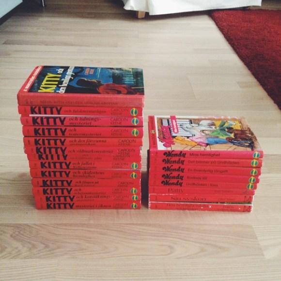 Böcker med röda ryggar