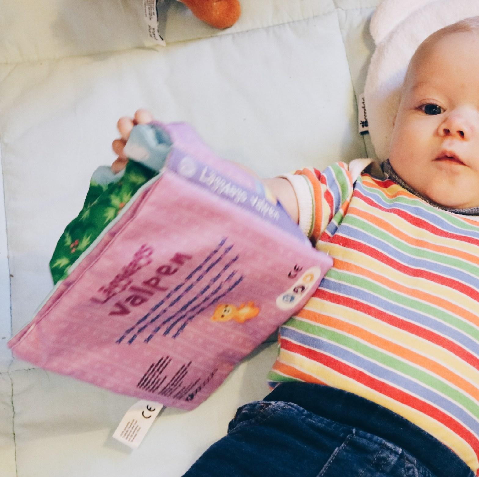 Vår dotter läser Läggdags valpen