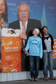 Stephanie, Julia und der Kompost-Schutzpatron ;-)