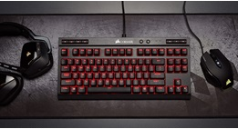 Corsair mechanical keyboard met headset en muis