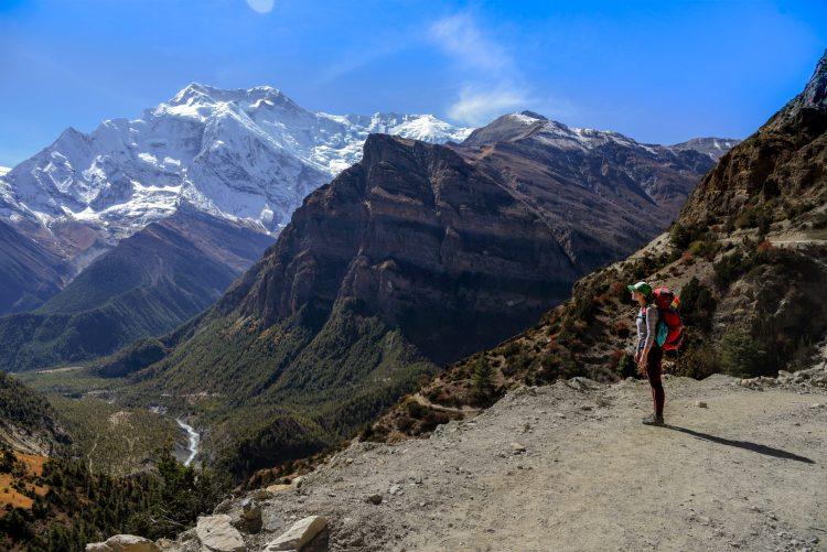 Pe traseu, Alexandra privind în vale