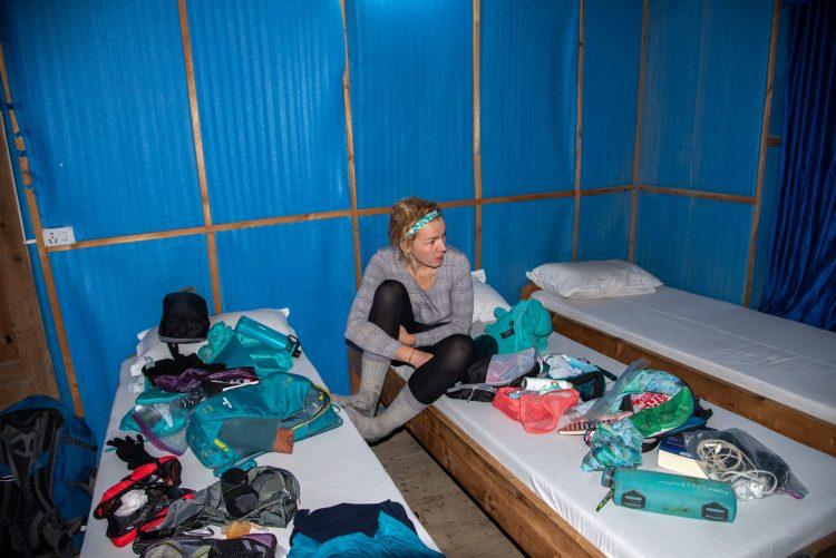 Alexandra în camera din Manang, de la etajul doi