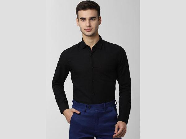 Blue pant combination with plain black shirt