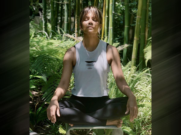 Halle Berry Yoga Fashion