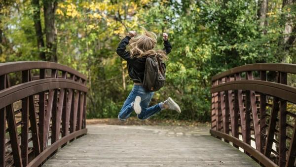 क्या कूदना अवसाद को कम करने में मदद कर सकता है?  इसके अन्य लाभ और प्रकार