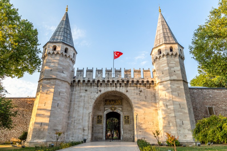Entrance to Topkapi Palace from Gulhane Park
