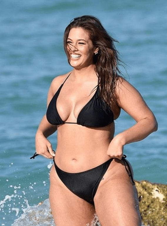 f86aec4db9dc7 Given her experience as a Sports Illustrated swimsuit issue star, Graham  unsurprisingly oozed confidence as she posed on the beach in front of  paparazzi and ...