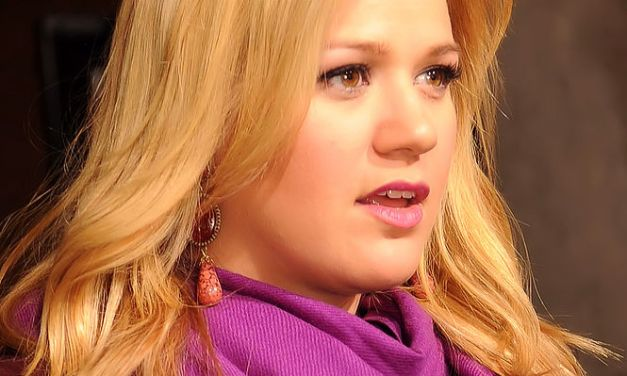 Kelly Clarkson Feels 'Really Thin' – But should it matter?