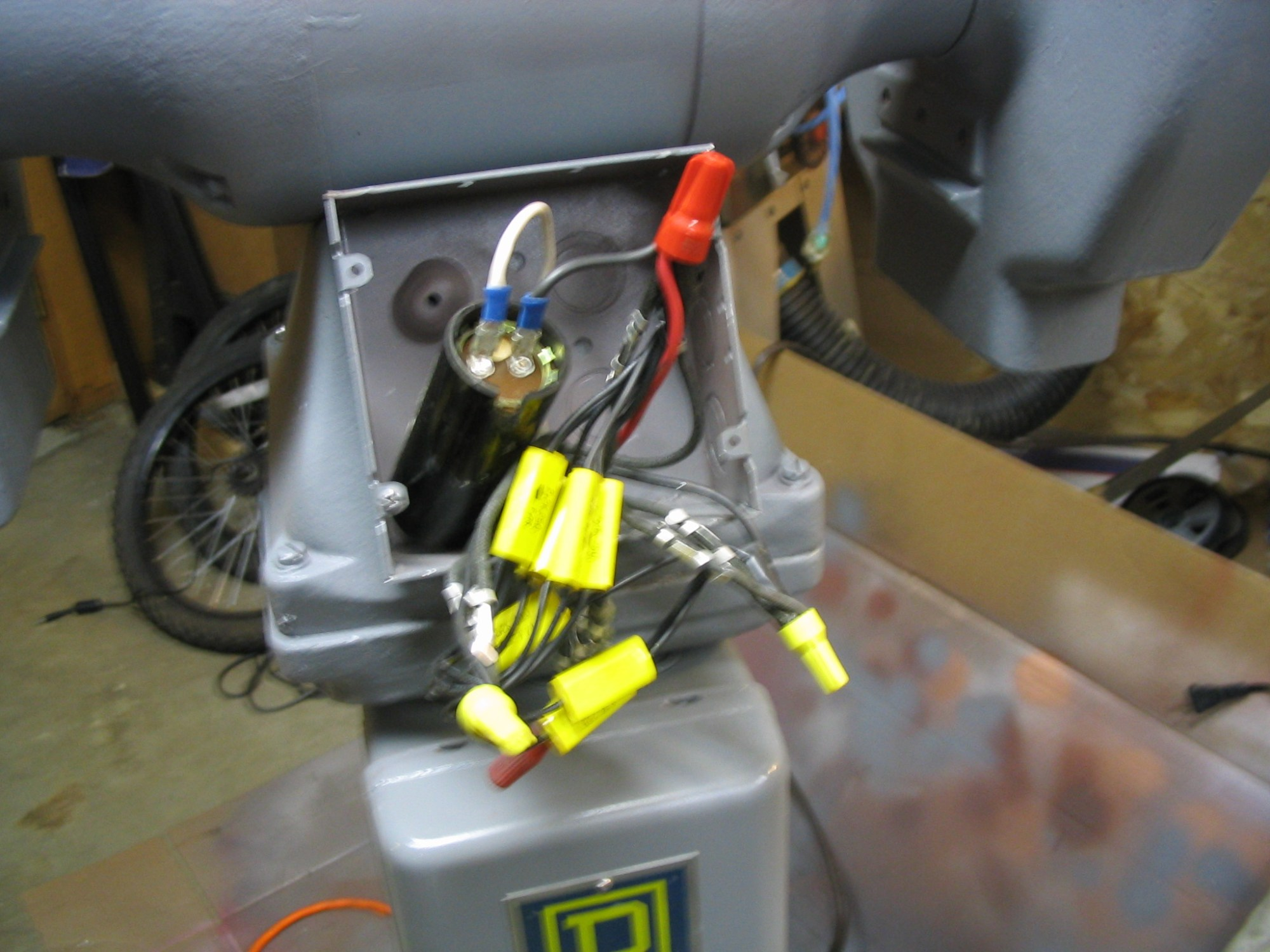 hight resolution of run capacitors test start capacitor