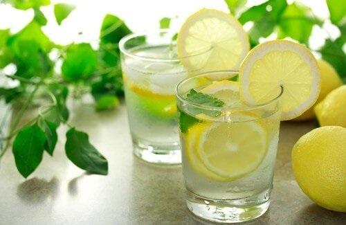 acqua limone e bicarbonato bevanda dimagrante e dissetante