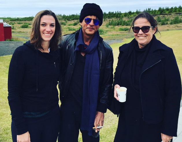 SRK-with-fans-on-the-sets-of-Dilwale-in-Iceland