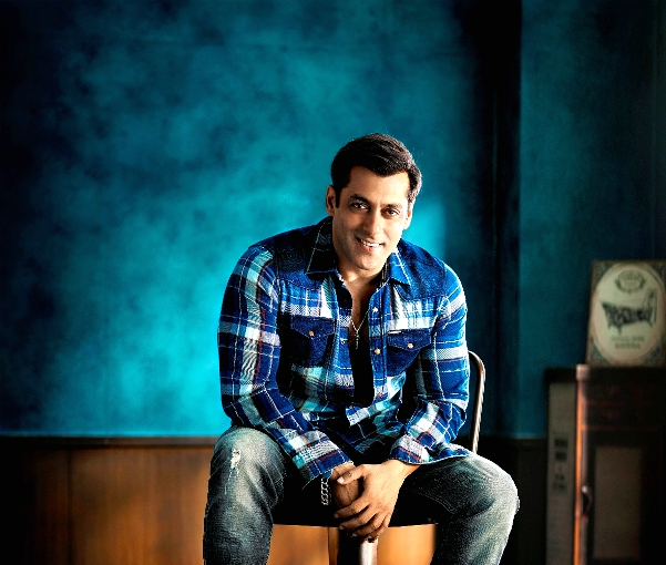 being-human-aw15-campaign-featuring-salman-khan-wearing-this-seasons-most-loved-trend-plaid-shirt