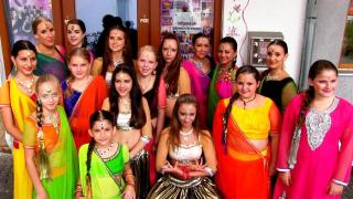Kinder tanzen in Rosenheim - Dance in the City - Bollywood-Arts.jpg