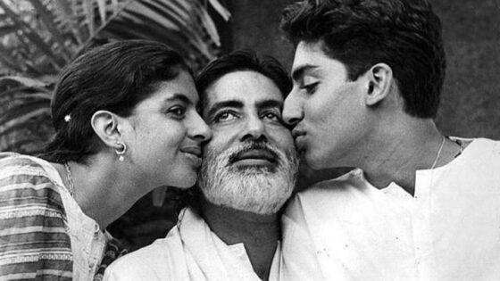 Bollywood acteur Amitabh Bachchan onthult dat zijn vermogen gelijk wordt verdeeld