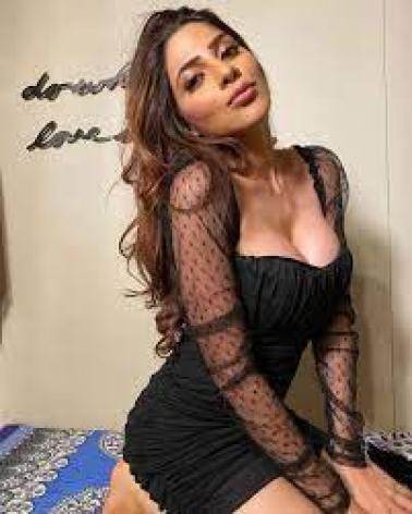 Bigg Boss 14 Contestant Nikki Tamboli Hot S*xy pictures