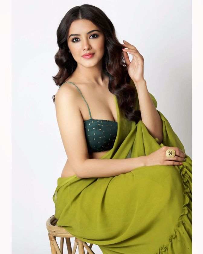 Malvika Sharma Hot In Saree Latest picture