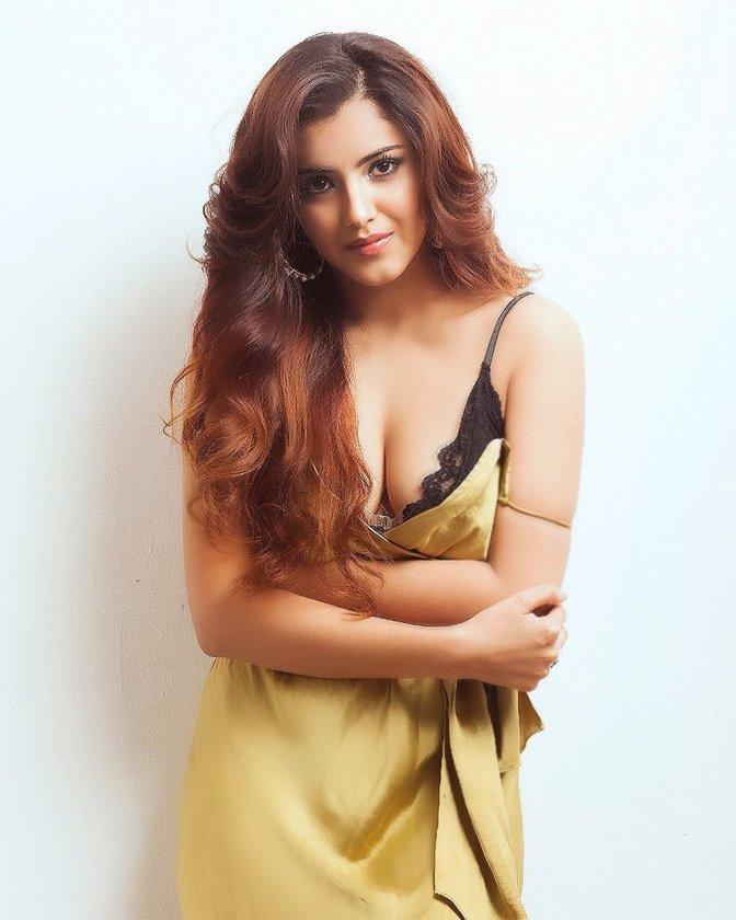 Hottie actress Malvika Sharma latest