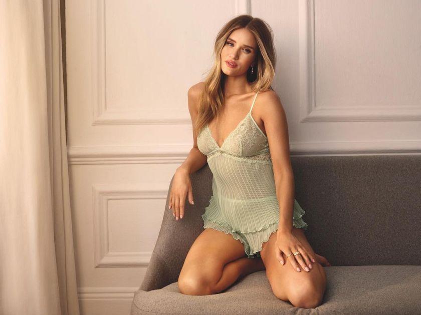 Rosie Huntington-Whiteley 9 Hot Gorgeous Pictures