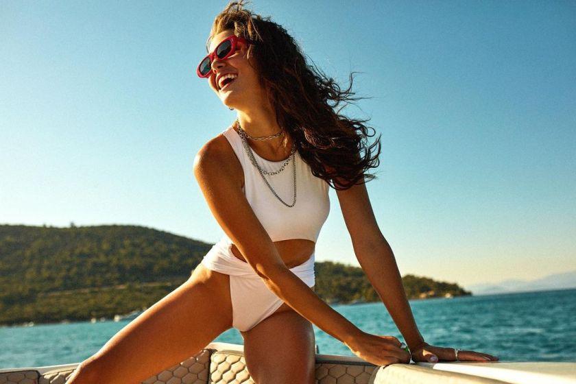 Hande Erçel 10 Hot Gorgeous Pictures