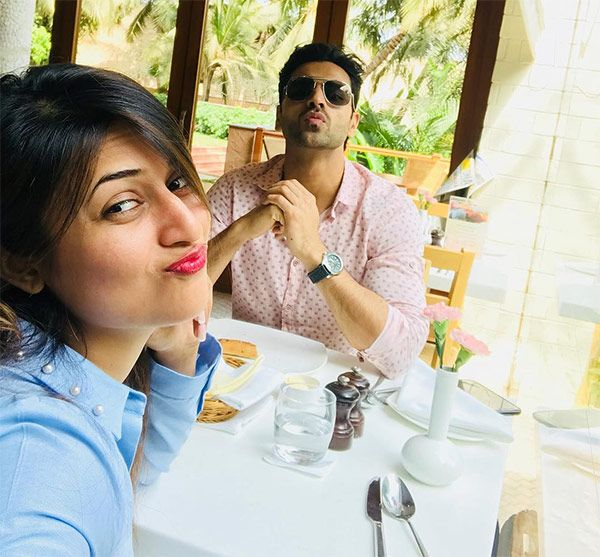 Divyanka Tripathi and Vivek Dahiya pout together and it is a sight for sore eyes – view pic