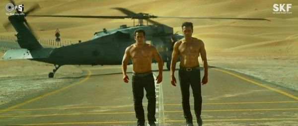 "[Video] When Salman Khan called Bobby and asked ""Shirt Utarega Kya?"" – here's the story behind this shirtless scene from Race 3"