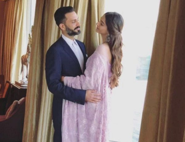 Sonam Kapoor and Anand Ahuja have eyes only for each other – view pic
