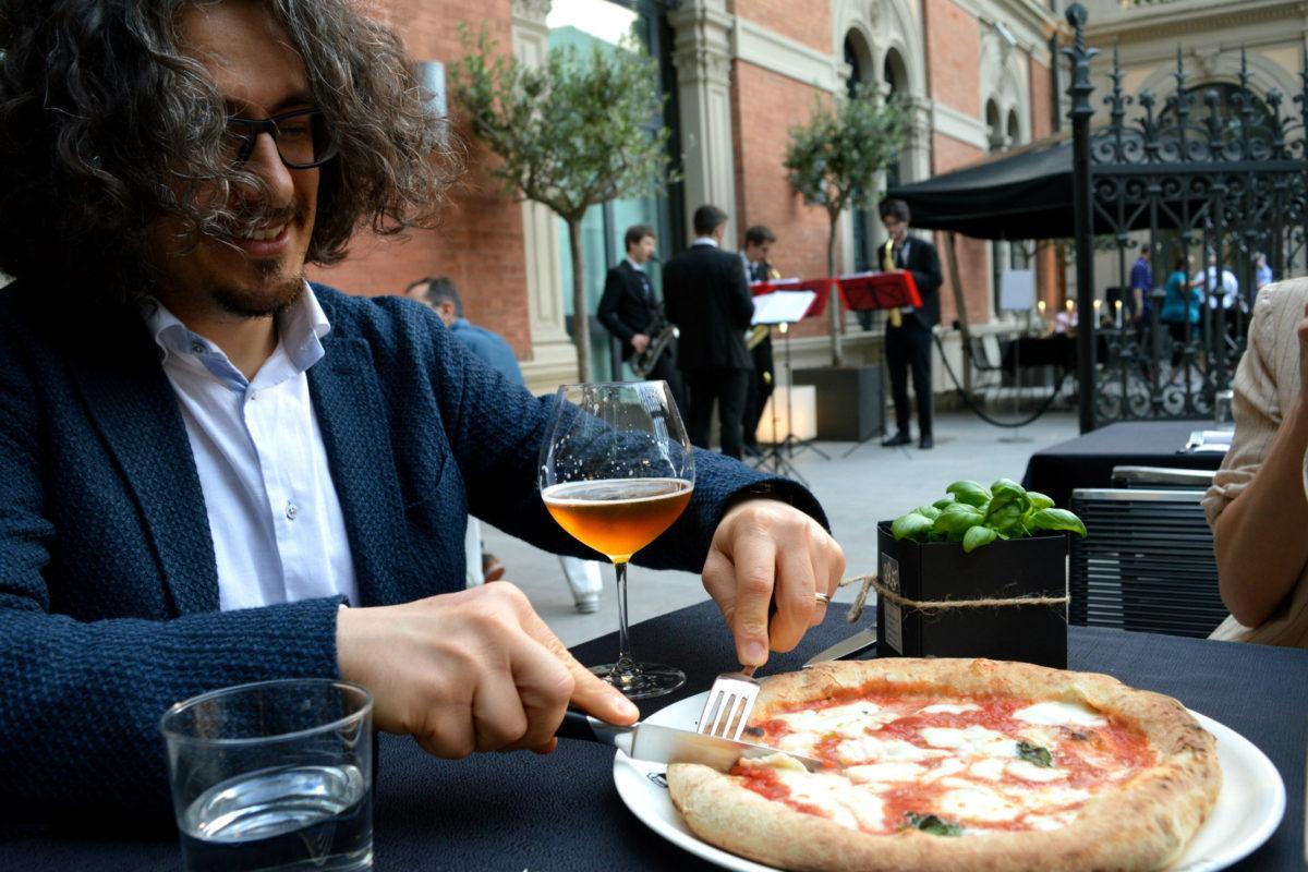 Che estate meravigliosa a Bologna pizza in terrazza alla Pizzeria Portici  BoLOVEgna