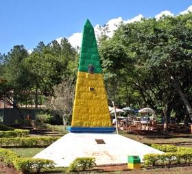 Marco da Triplice Fronteira é um passeio para o turista fazer em Foz do Iguaçu