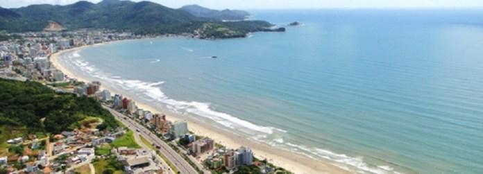 Meia praia em Itapema