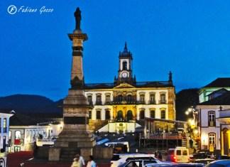 Praça Tiradentes, centro de Ouro Preto.