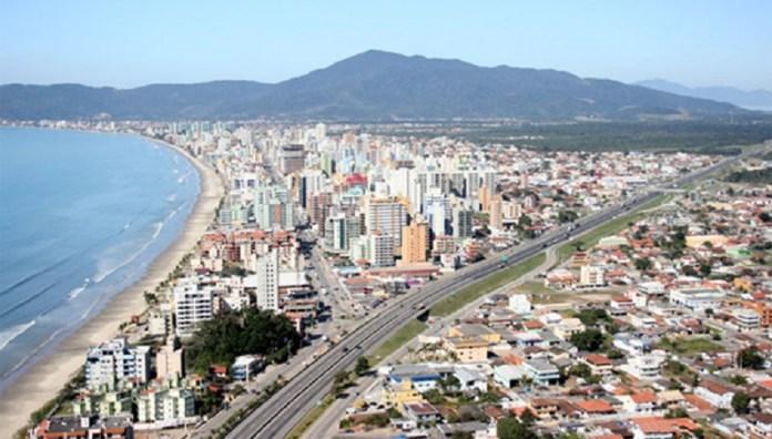 Vista superior da Meia Praia de Itapema