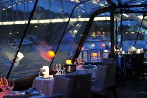 Jantar no Bateau Mouche na lua de mel em Paris