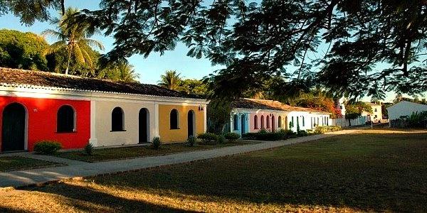 Casas geminadas no centro histórico de Porto Seguro