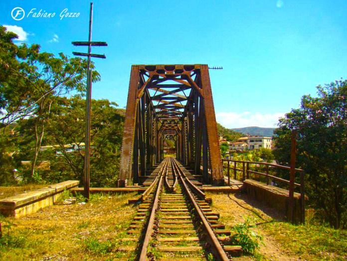 Pontilhão de trem sobre o Rio das Velhas em Sabará