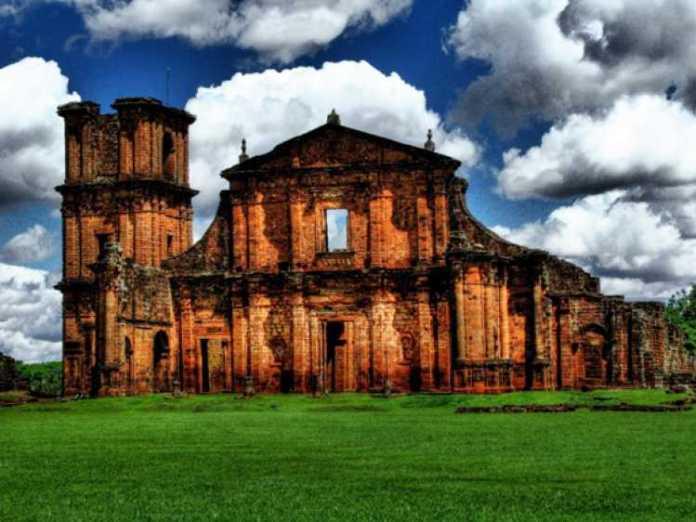 Foto das ruínas de São Miguel das Missões