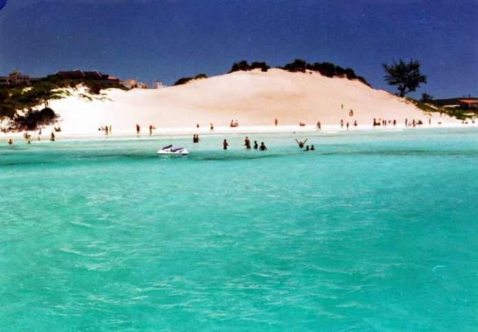 Cabo Frio é um dos destinos com águas absolutamente claras para você conhecer no Brasil