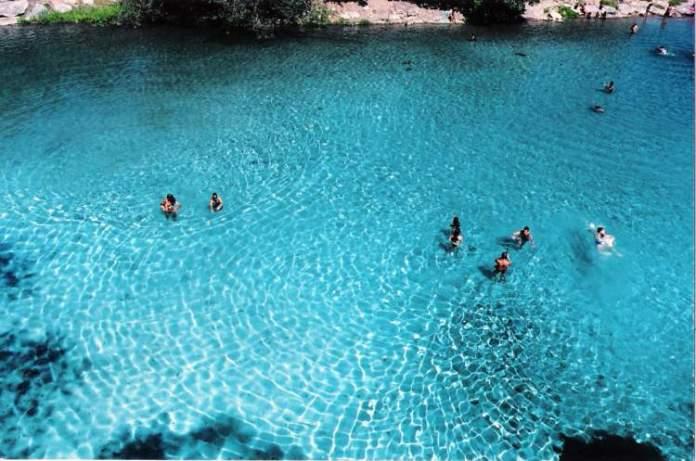Gruta da Pratinha é um dos destinos com águas absolutamente claras para você conhecer no Brasil