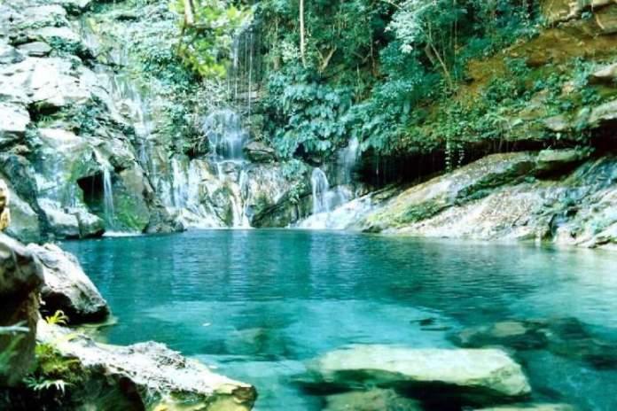 Poço Azul é um dos destinos com águas absolutamente claras para você conhecer no Brasil