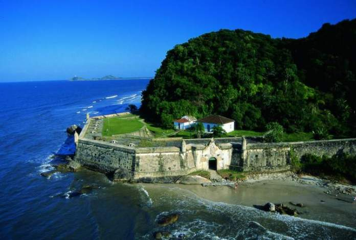 Praia da Fortaleza, Ilha do Mel é uma das praias mais lindas do Sul Brasileiro